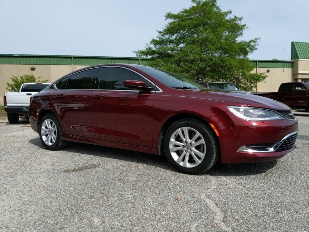 Pre-Owned 2017 Chrysler 200 Limited